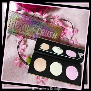 * Kat Von D Metal Crush Extreme Highlighter Makeup